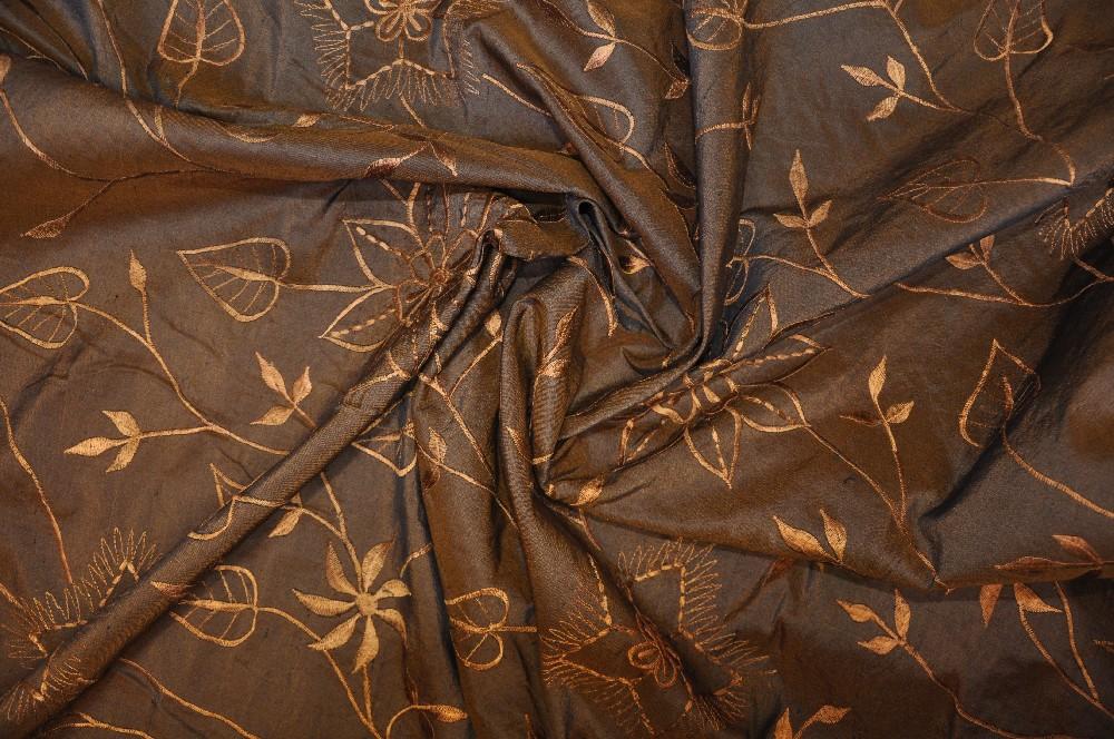 taft hnědý květ výšivka