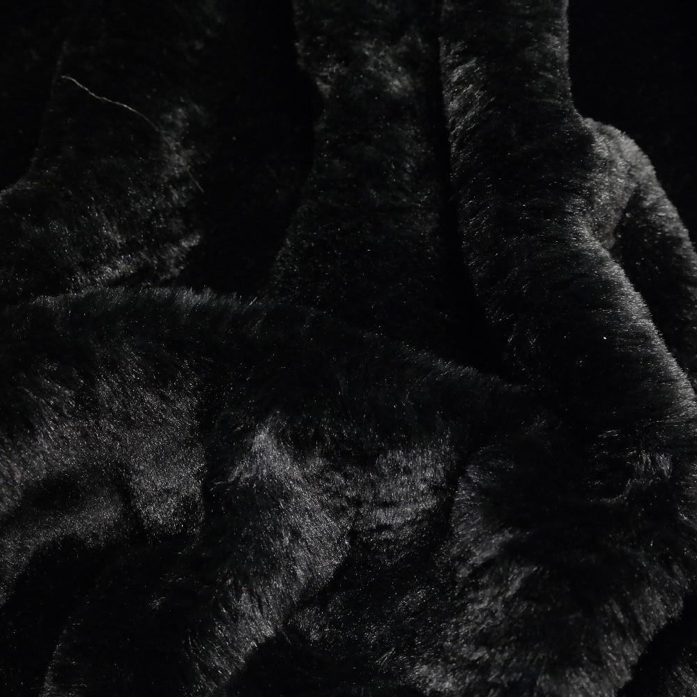 Plyš černá