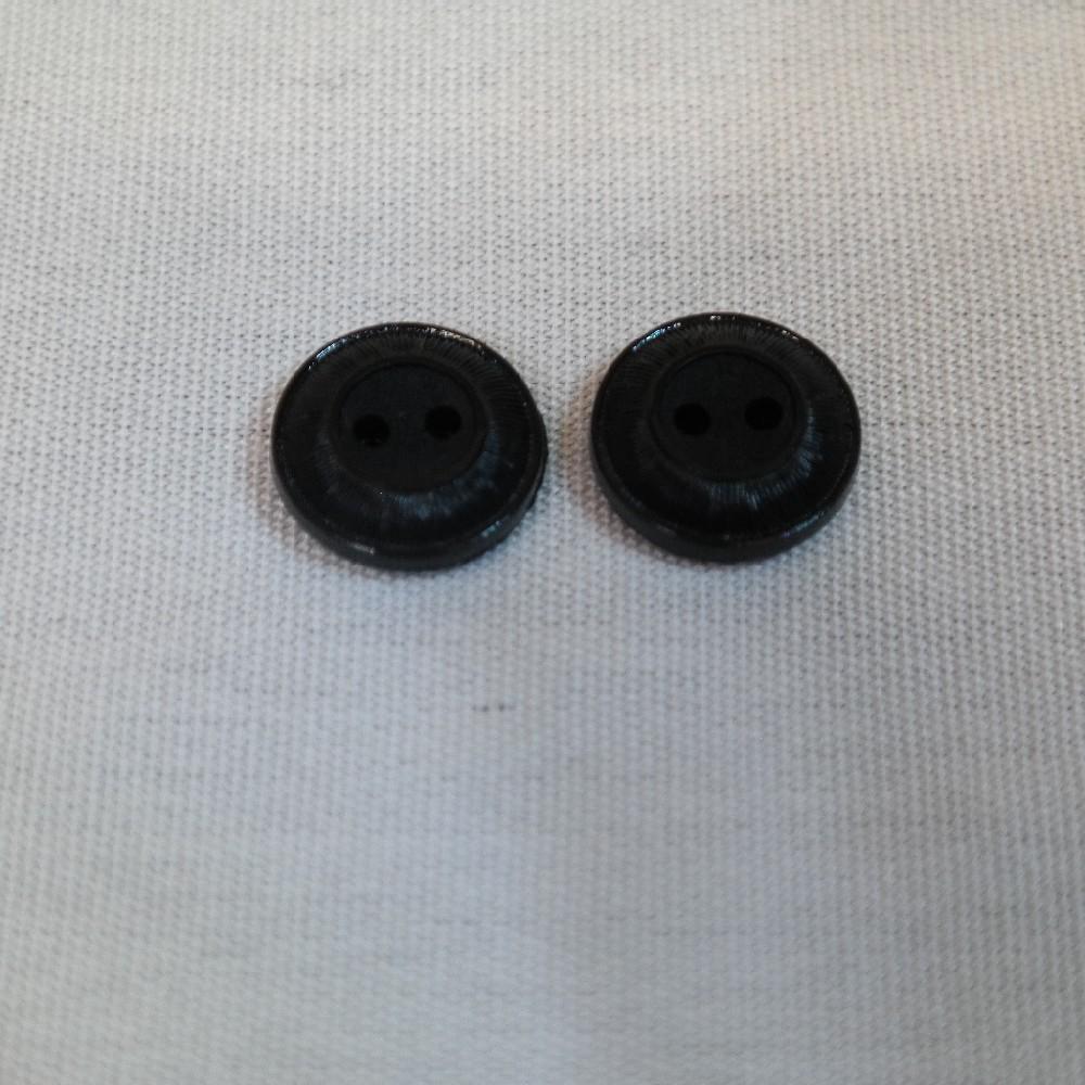 knoflík černý malý se středem