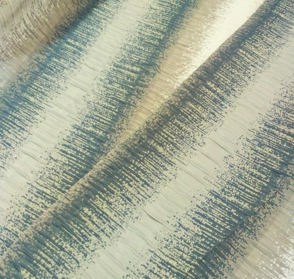dekoračka  šedo modré pruhy kreš 145 cm