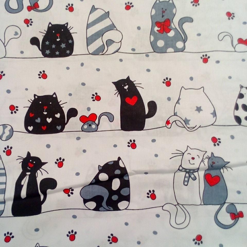 Bavlna bílá šedé kočky červené ťakpky
