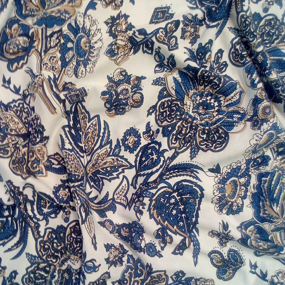 Úplet bílý modré květy
