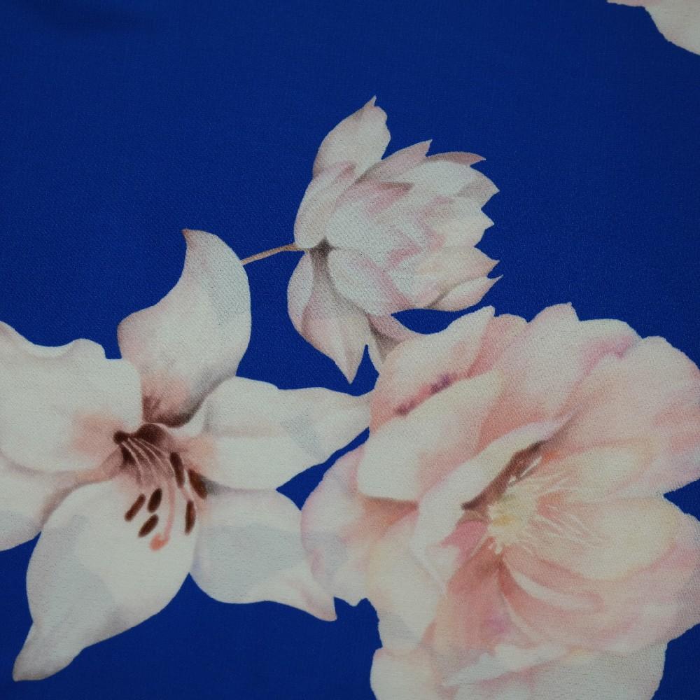šatovka modrá s květy