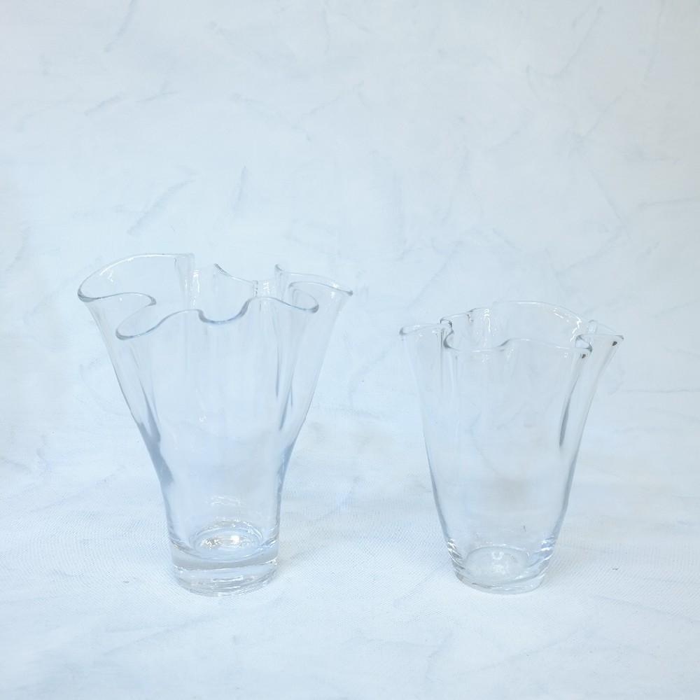 váza sklo vlnitý okraj