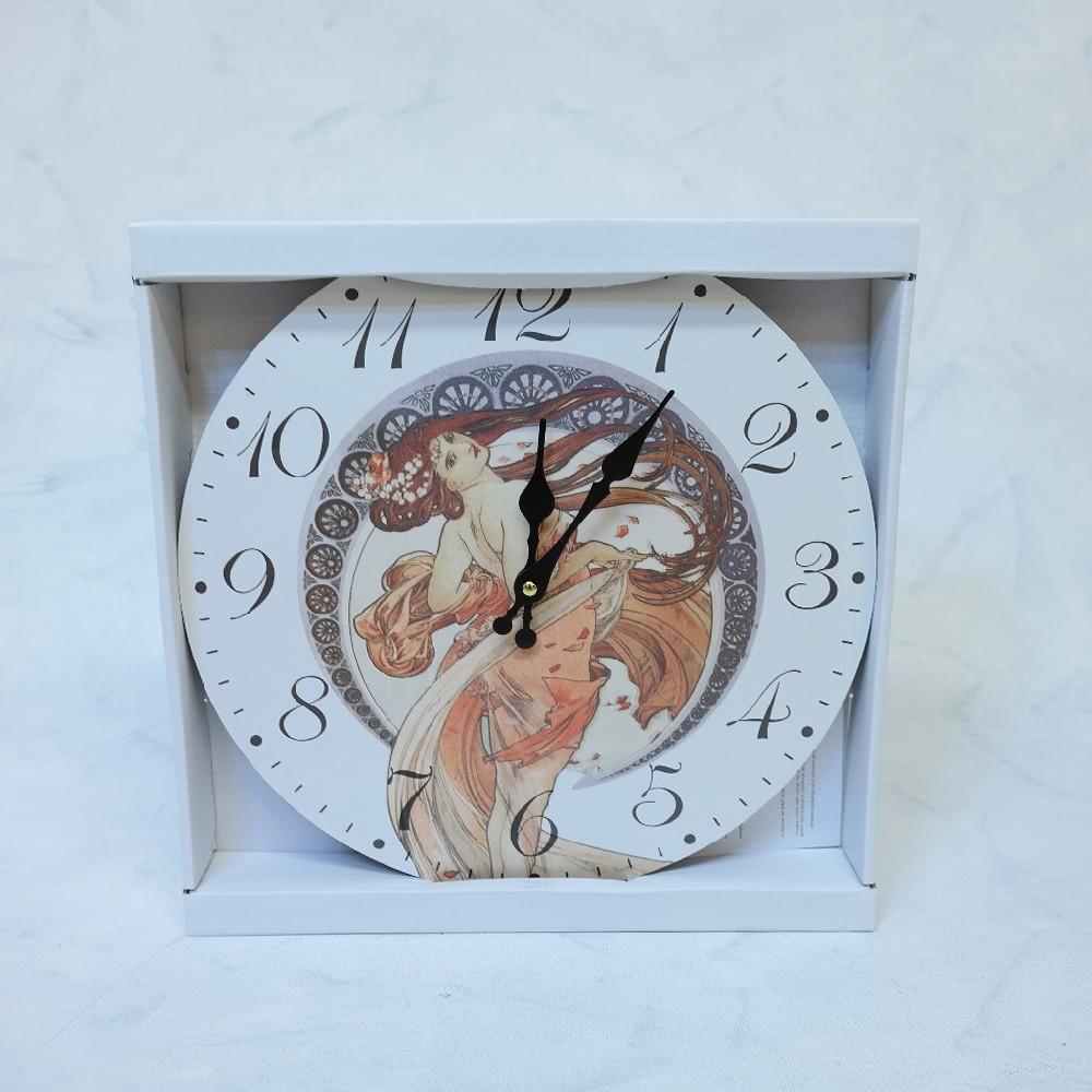 hodiny mucha dřevo