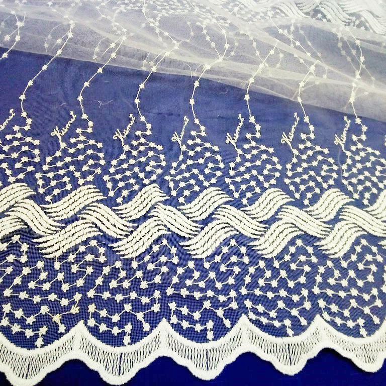 záclona výšivka na tylu