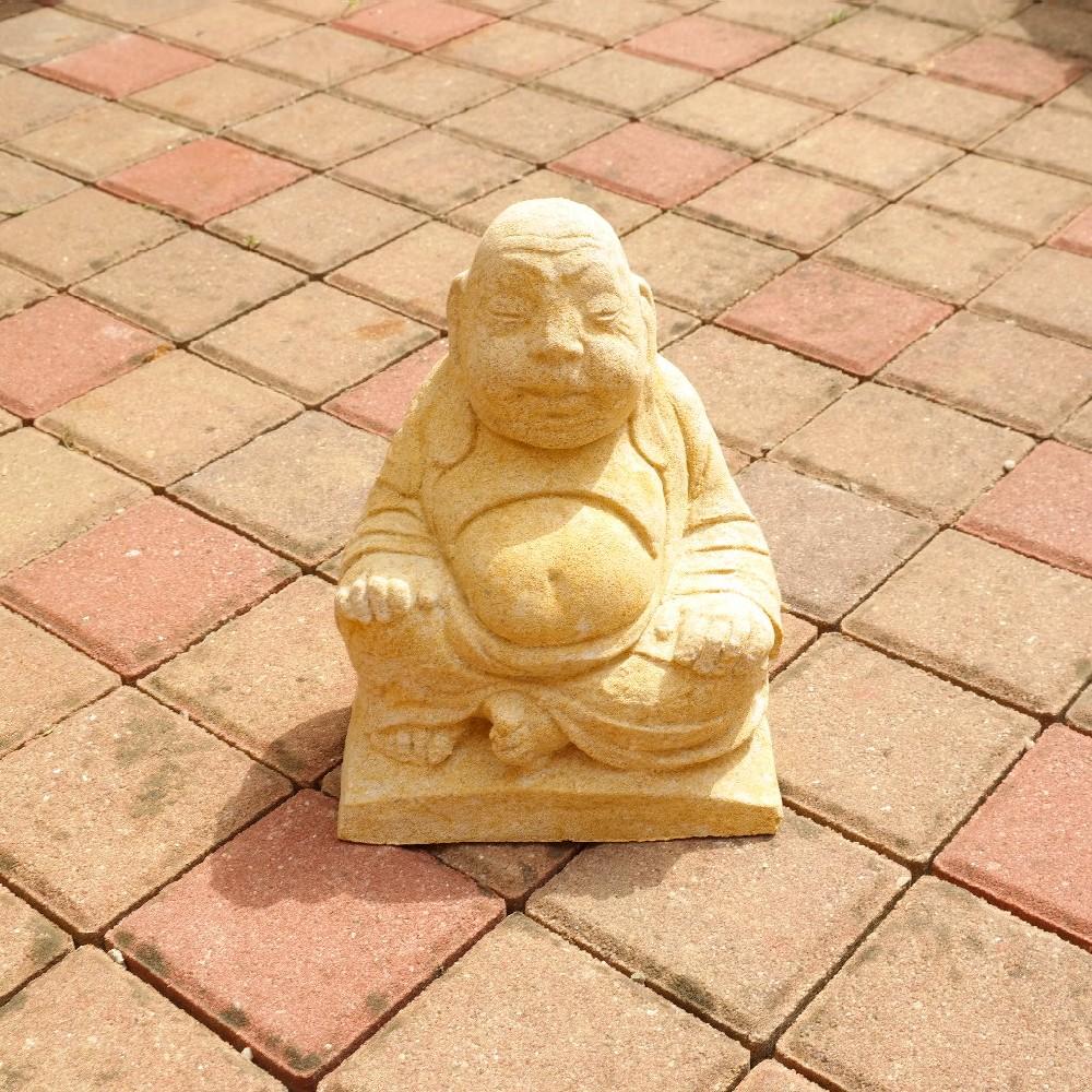 pískovec sedící mnich