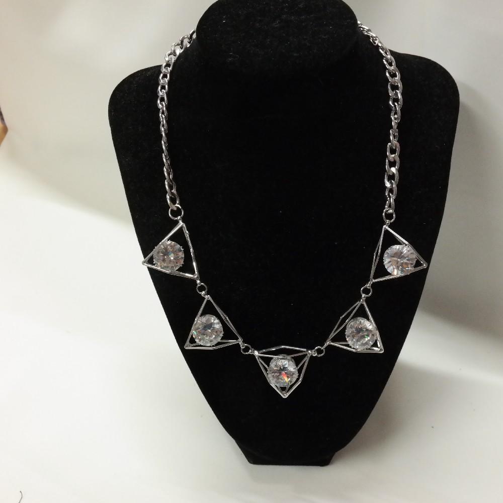 náhrdelník s kameny