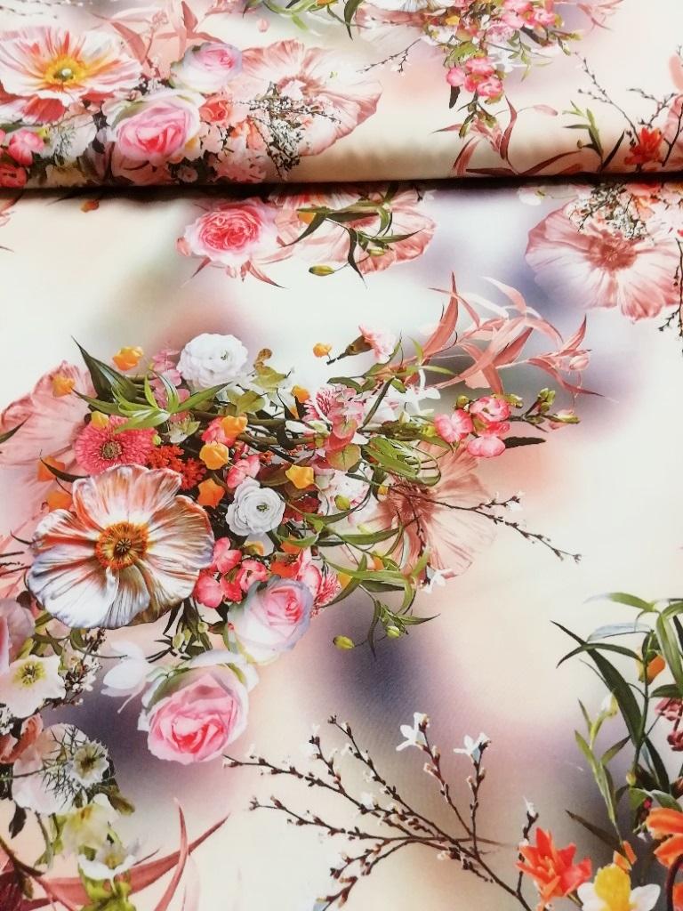 polyester broskvový s květy