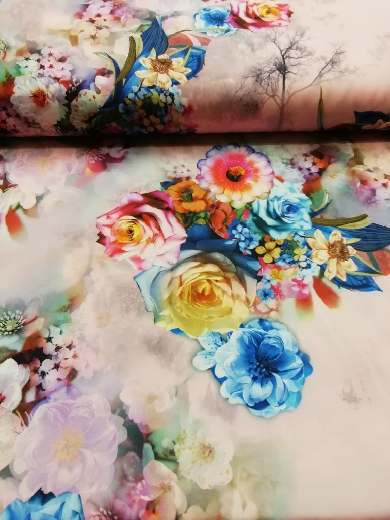 polyester s květy