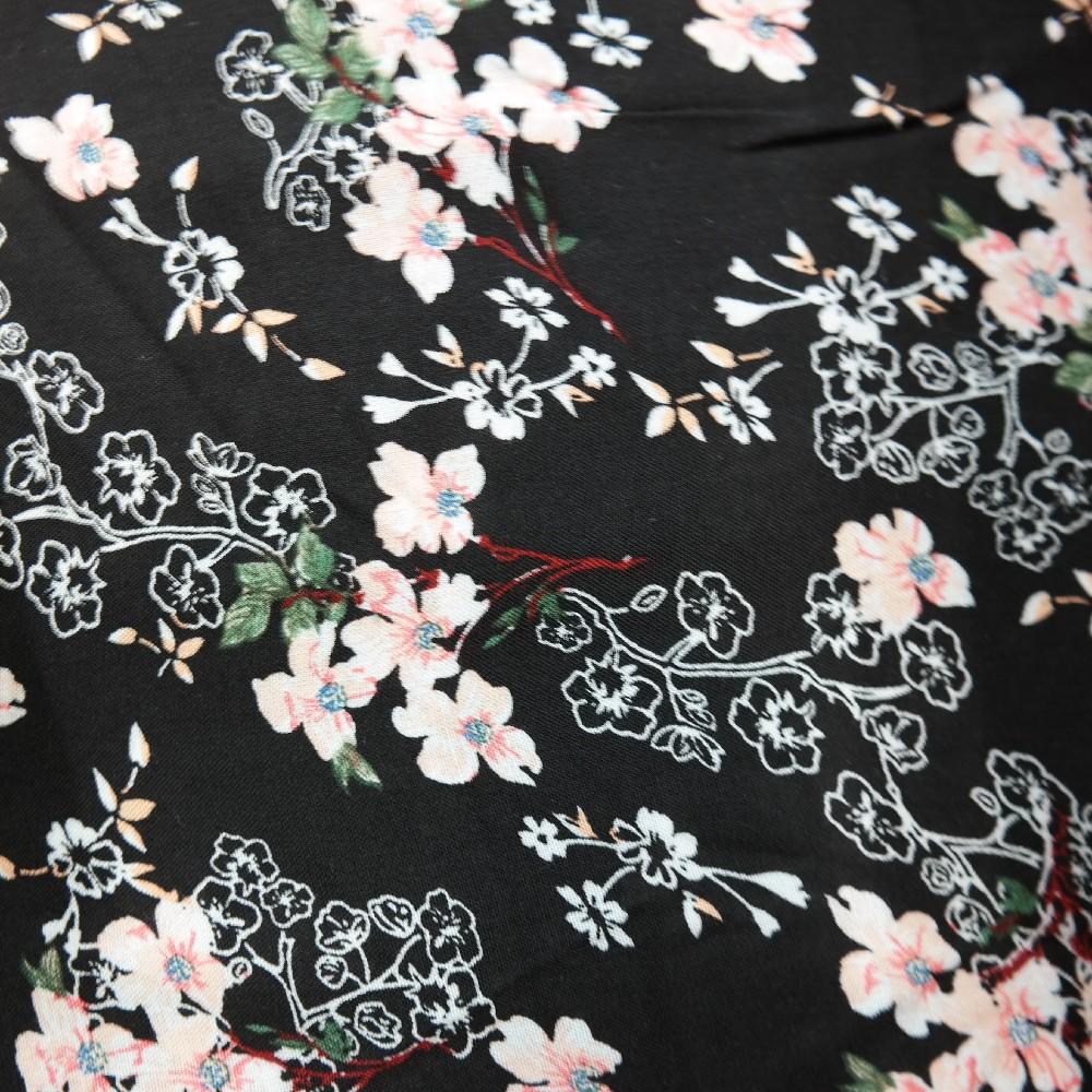 šatovka černá růžové kytičky