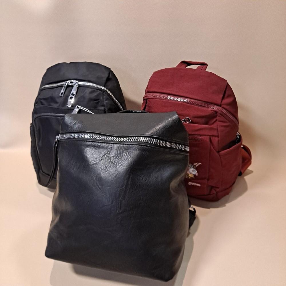 batoh červený s vyšíváním
