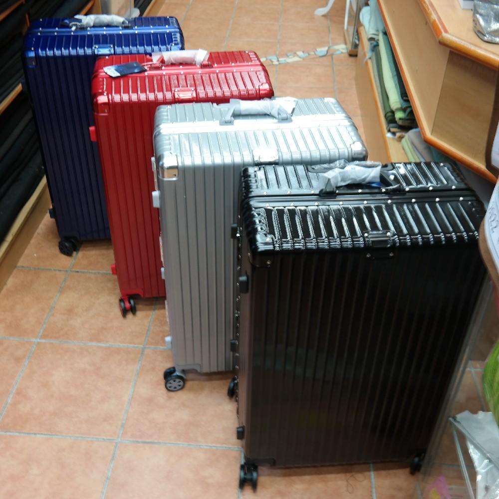 kufr střední plast