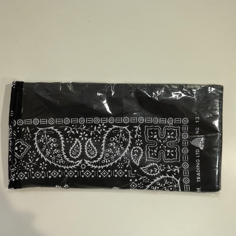 šátek černý se vzorem