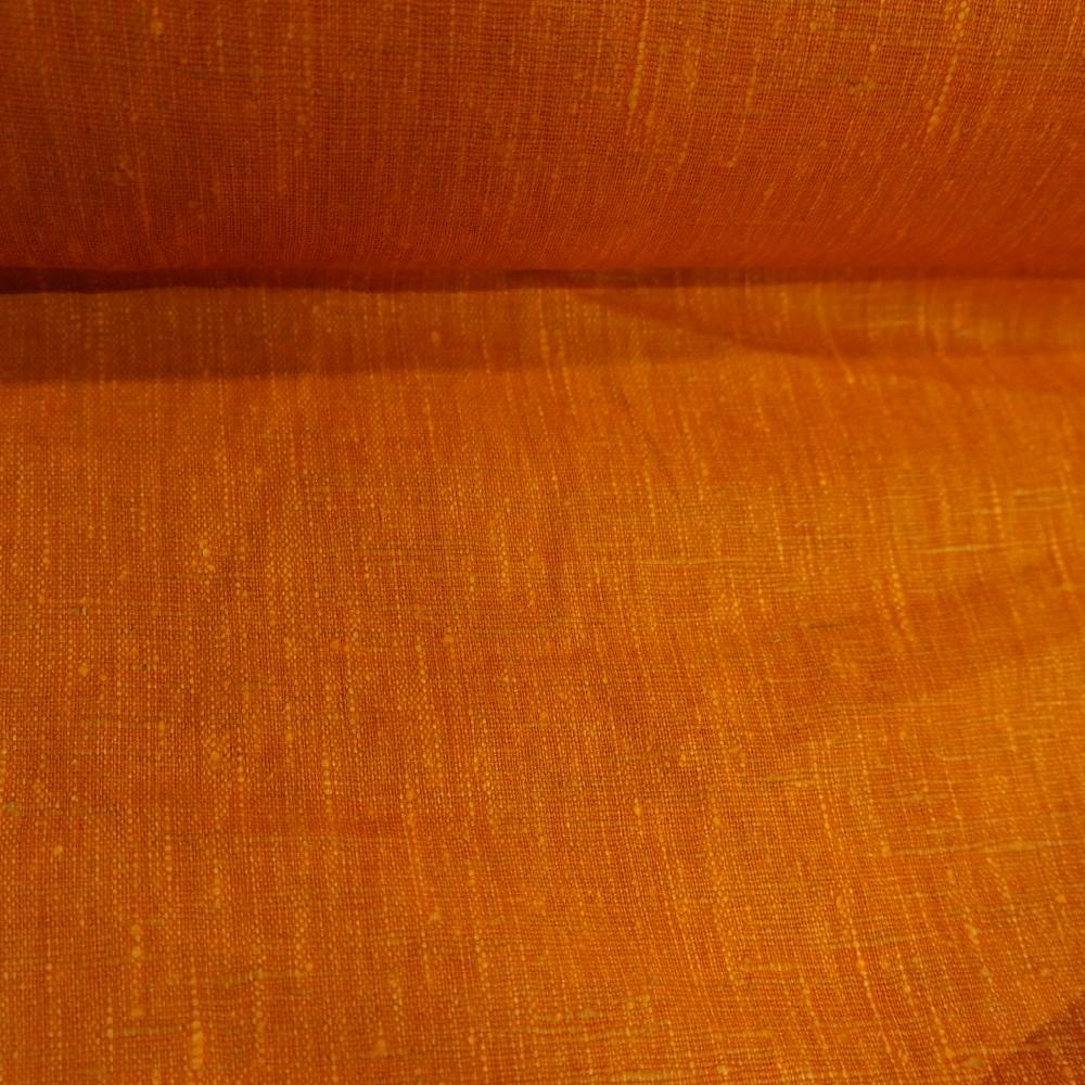 len jasně oranžový (na líci)
