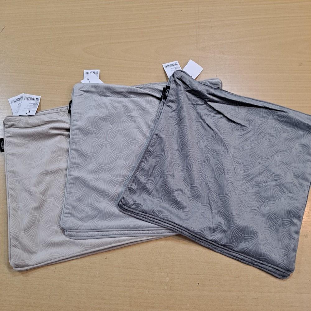 povlak 40x40 černý