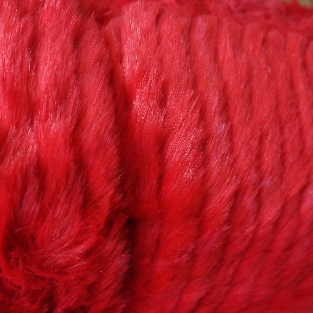 plyš červený