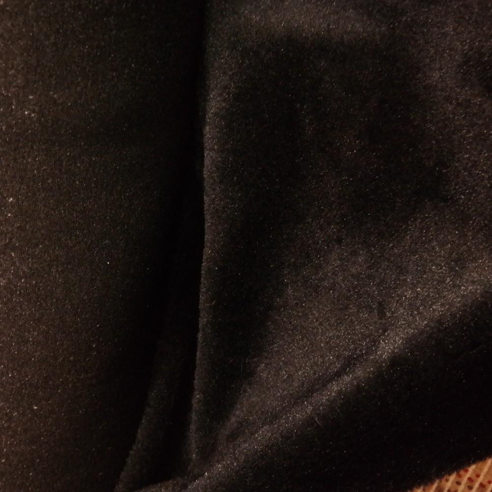 plyš černý lesklý