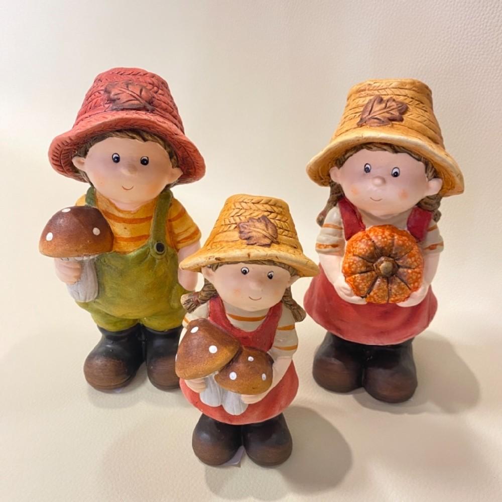 figurka holčičky s houbami 18cm