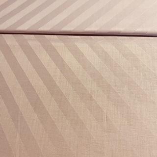 damašek šikmý pruh fialový