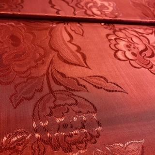 brokát bordový květin.vzor