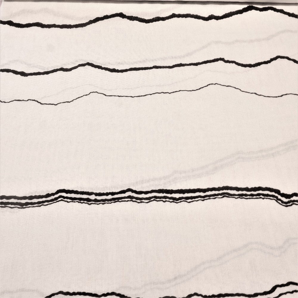 dekoračka bílá, černé čáry š.120