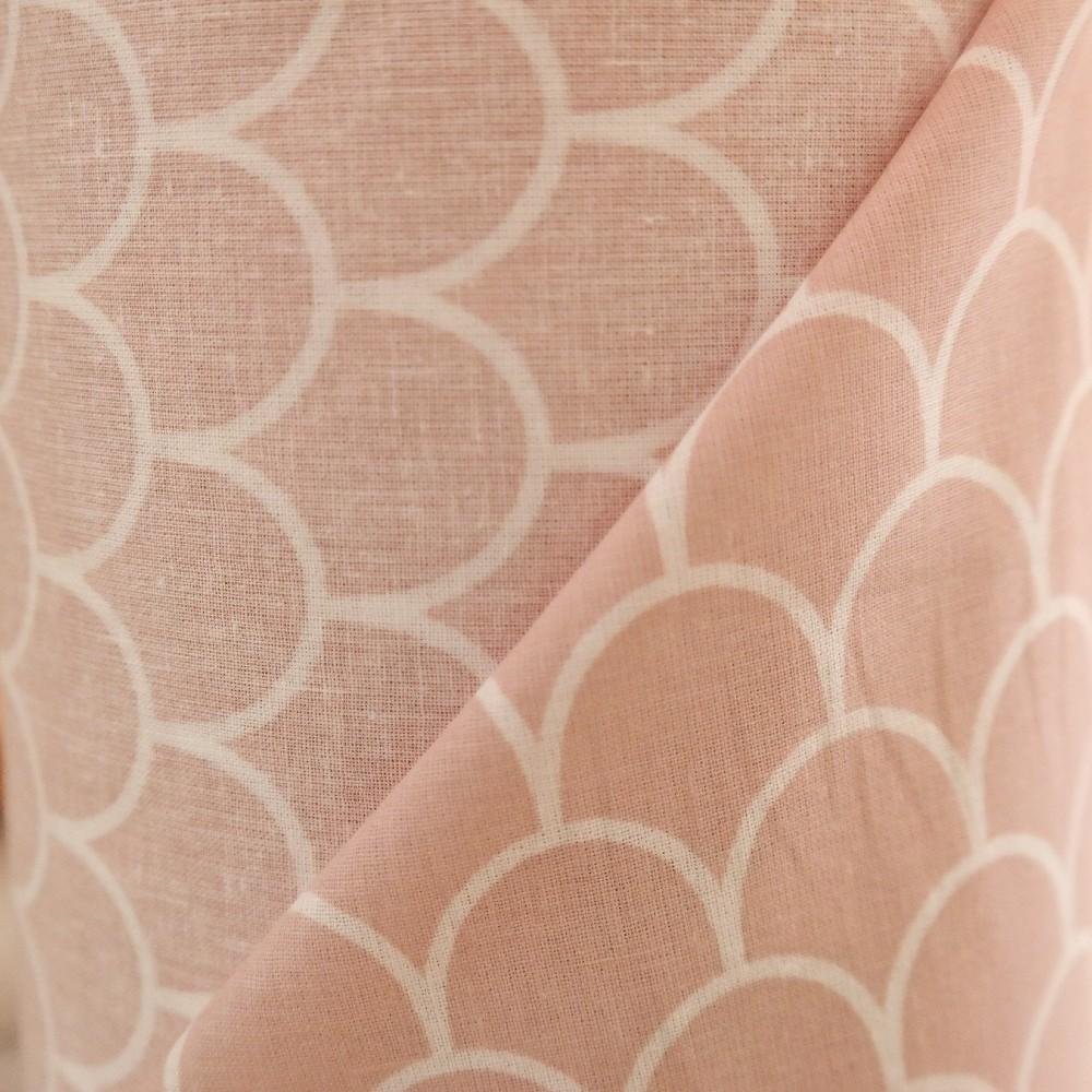 bavlna bílé šupiny na růžovém podkladě 160 cm