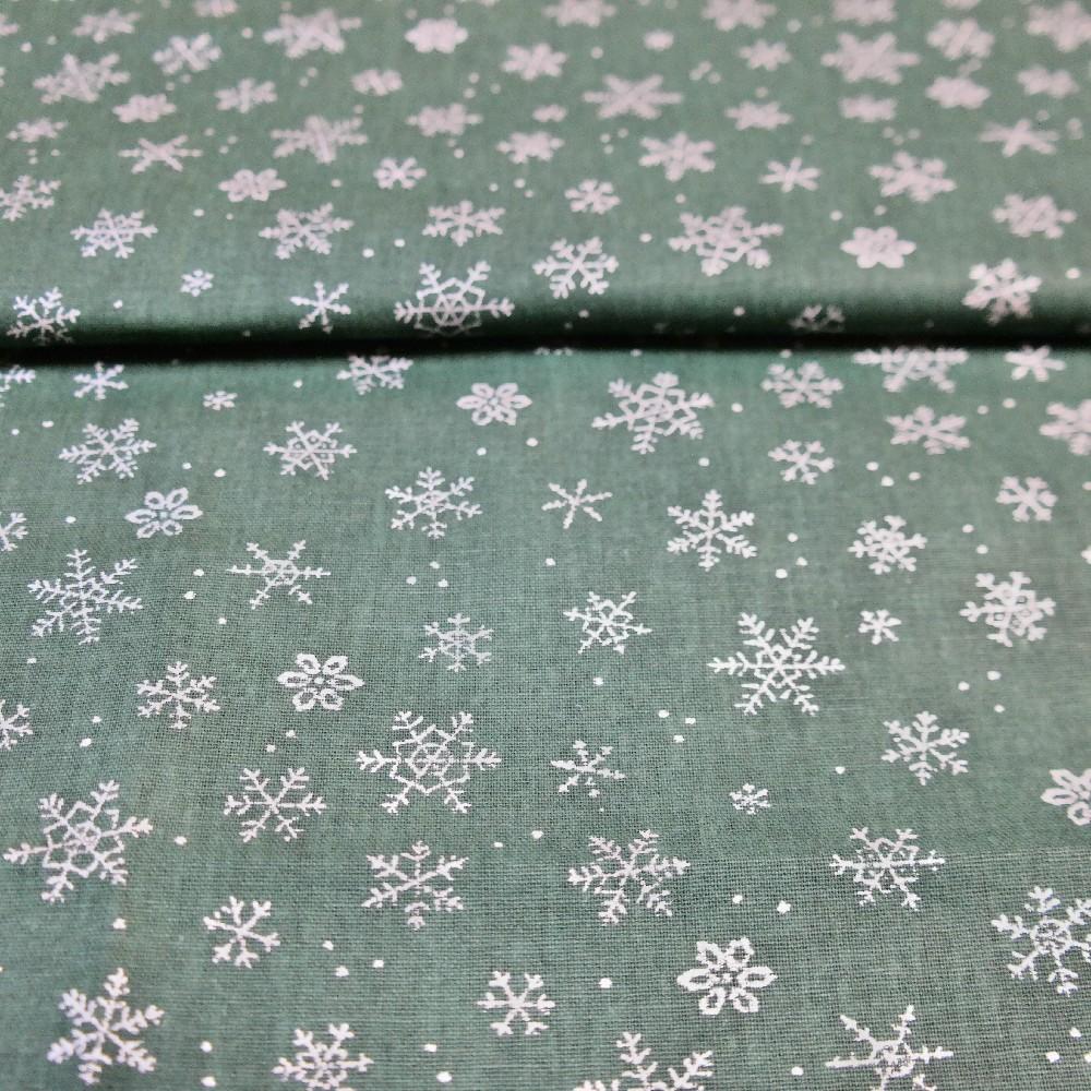 bavlna stíbrné hvězdičky na zelen.podkladě 140 cm