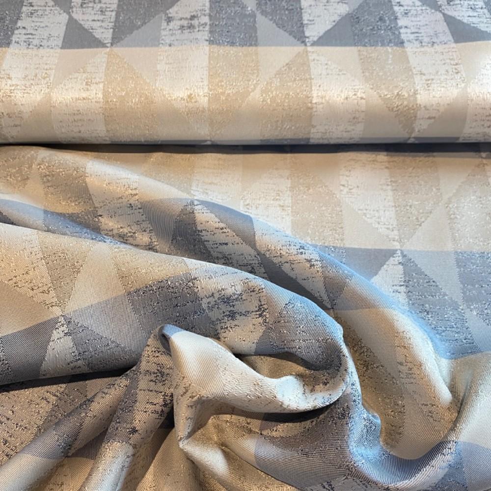 dekoračka  krém/šedo/béž trojúhelník154cm pes