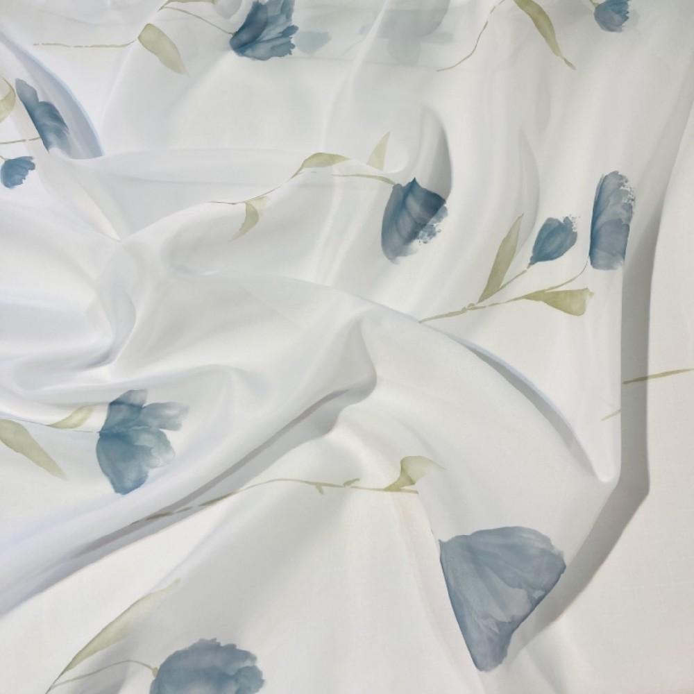 zaclona  voal  šedp ,modré květy 1.jakost 140 š,
