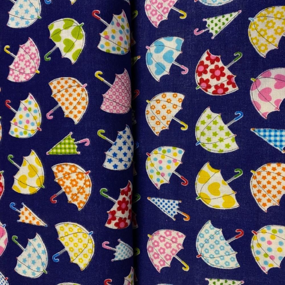 bavlna barevné děštníky na modrém podkladě 110 cm