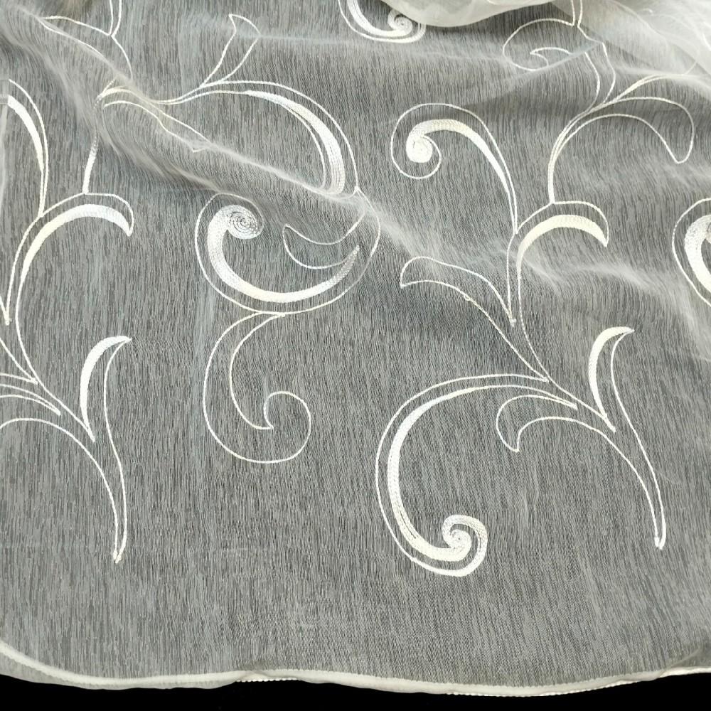 bavlna levandule na bílém podkladě 140 cm