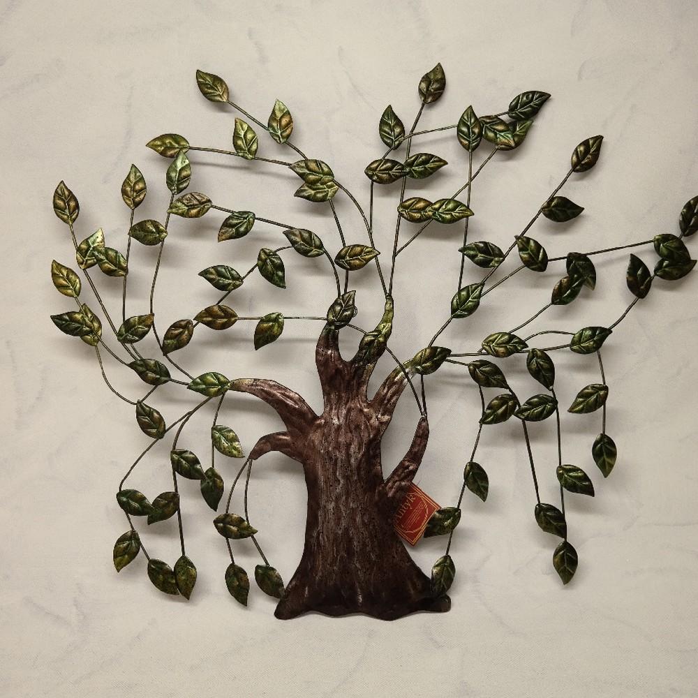 strom kovový