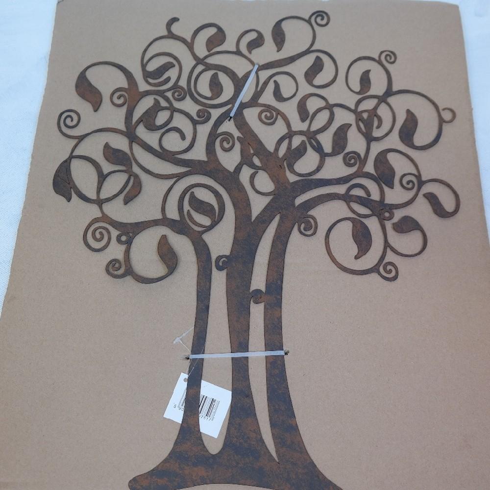 strom kov dekorace