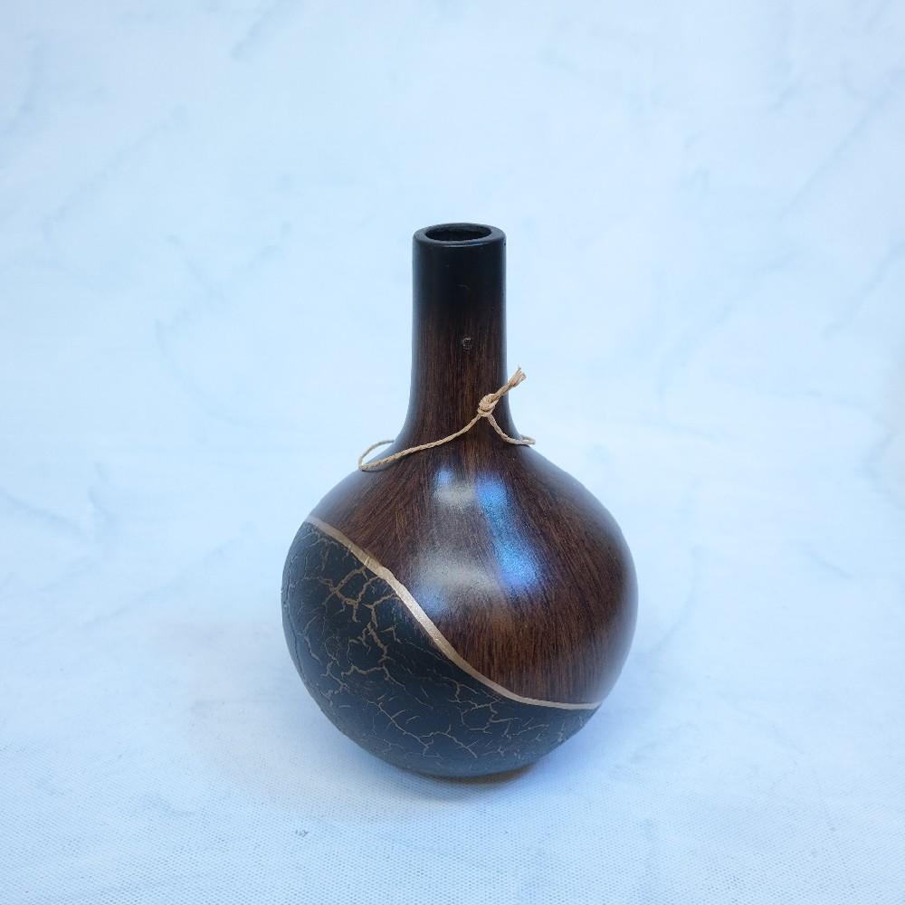 váza černo hnědá