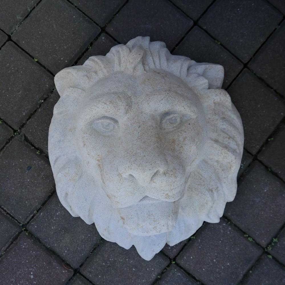 pískovec lev hlava