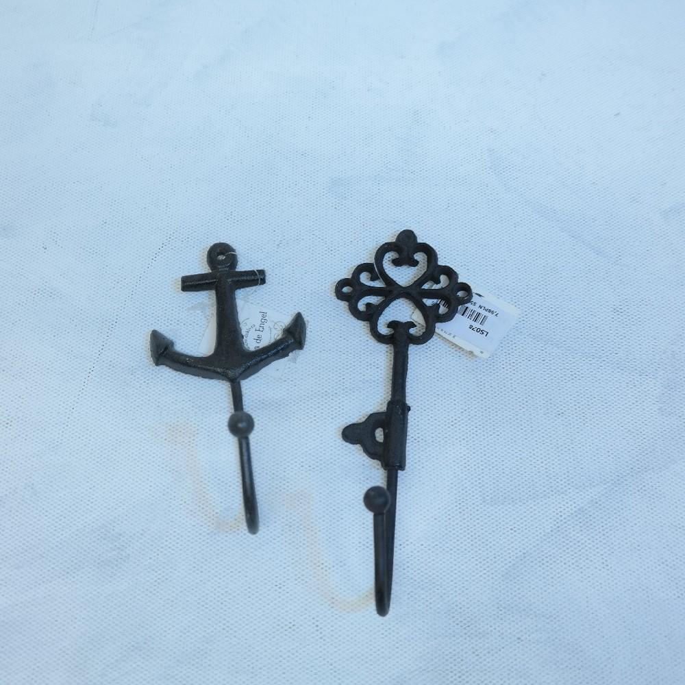 věšák kovová dekorace klíč