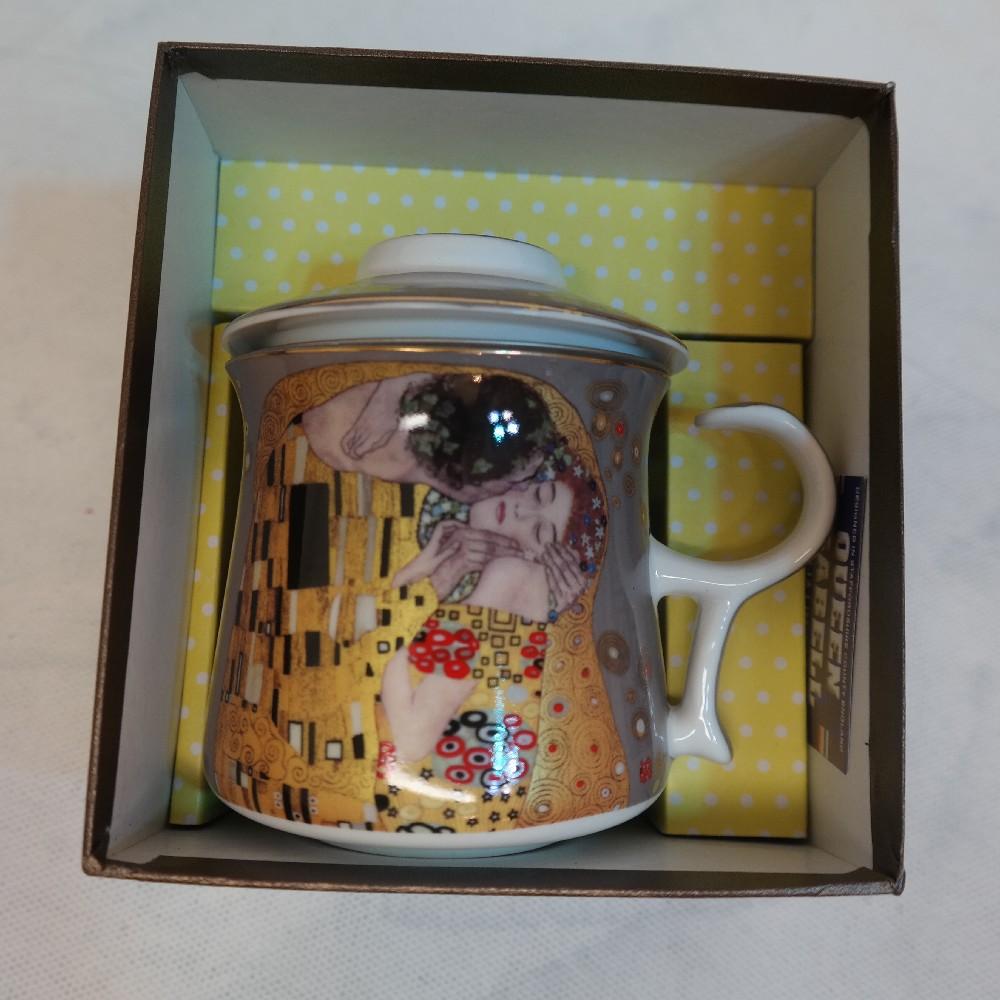 hrníček a sítko na čaj