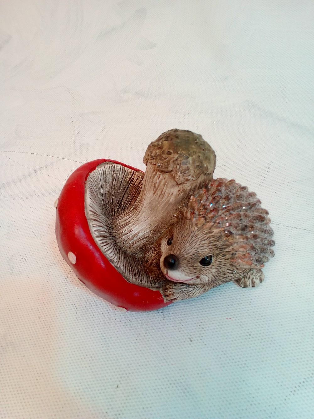 ježek s mochumůrkou keramika