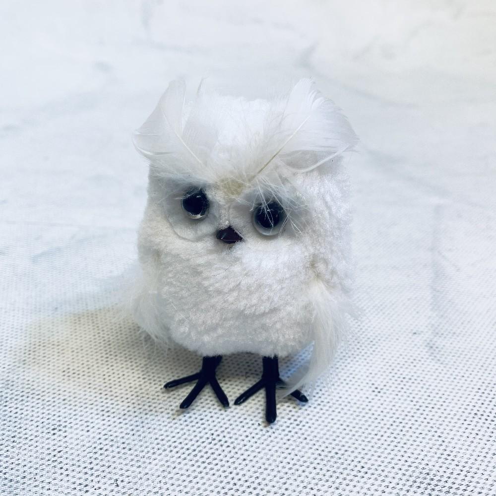 sova bílá závěs
