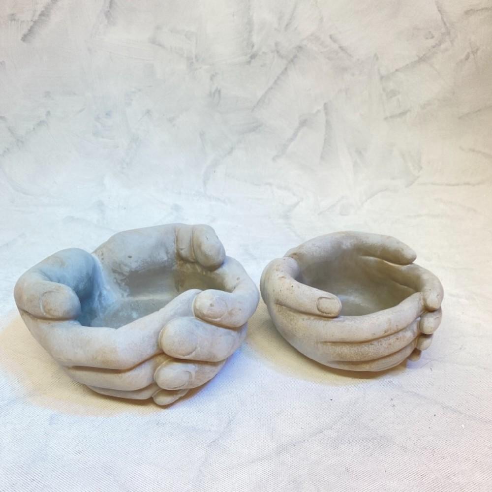 ruce dekorace beton