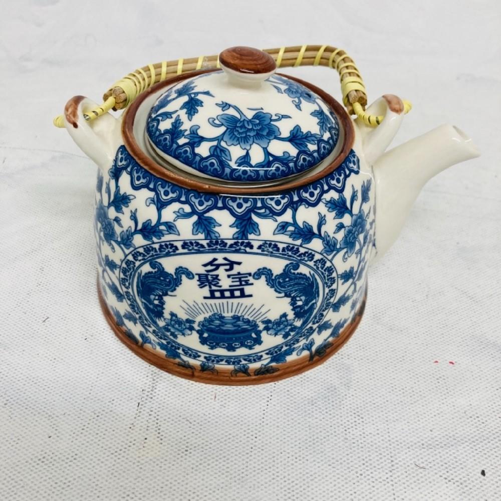 konvice na čaj porcelánová