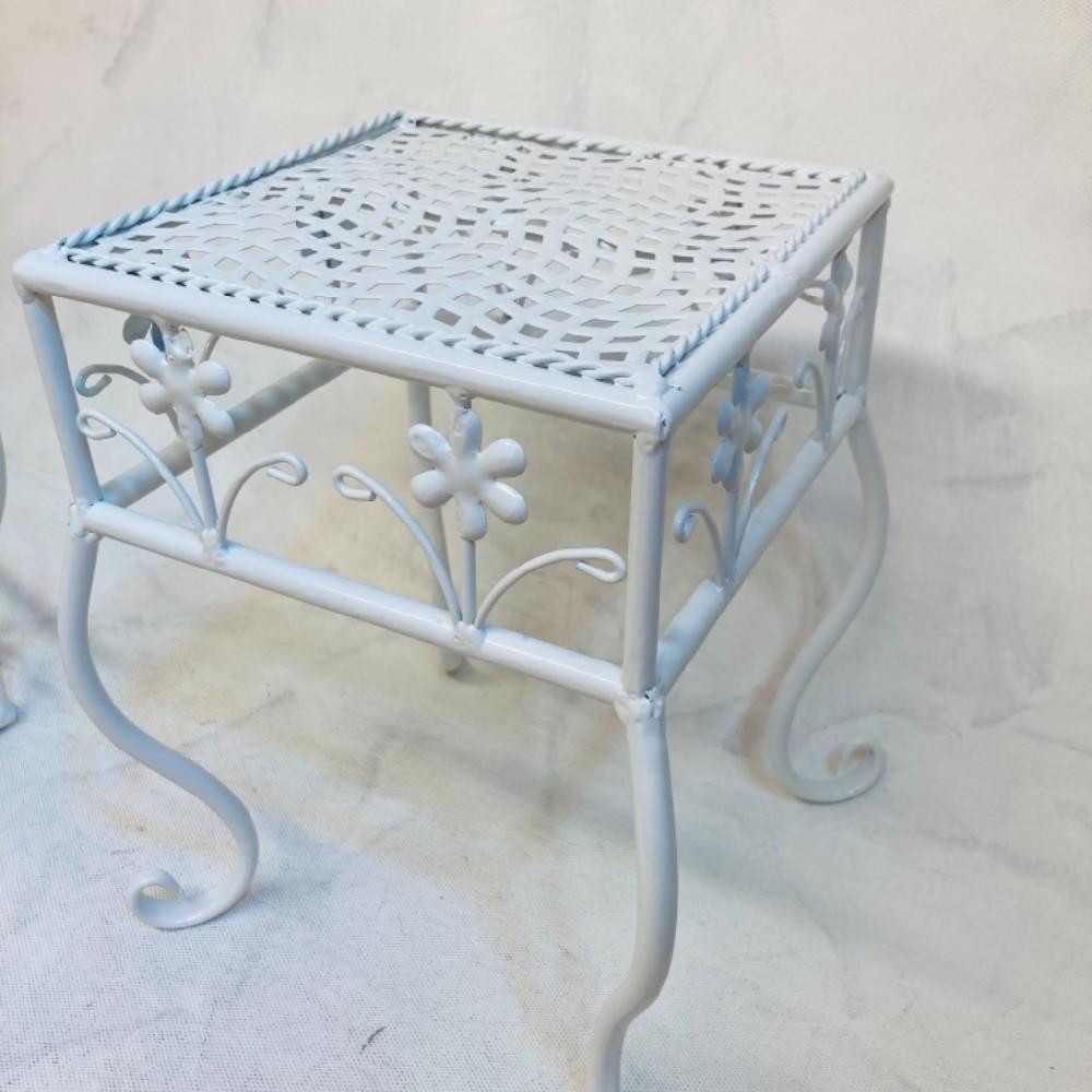 stolička kovová malá