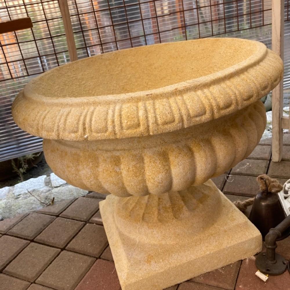 antická váza pískovec