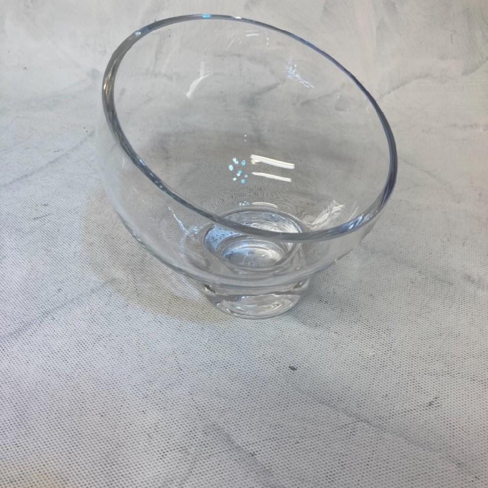 sklo váza zúžená