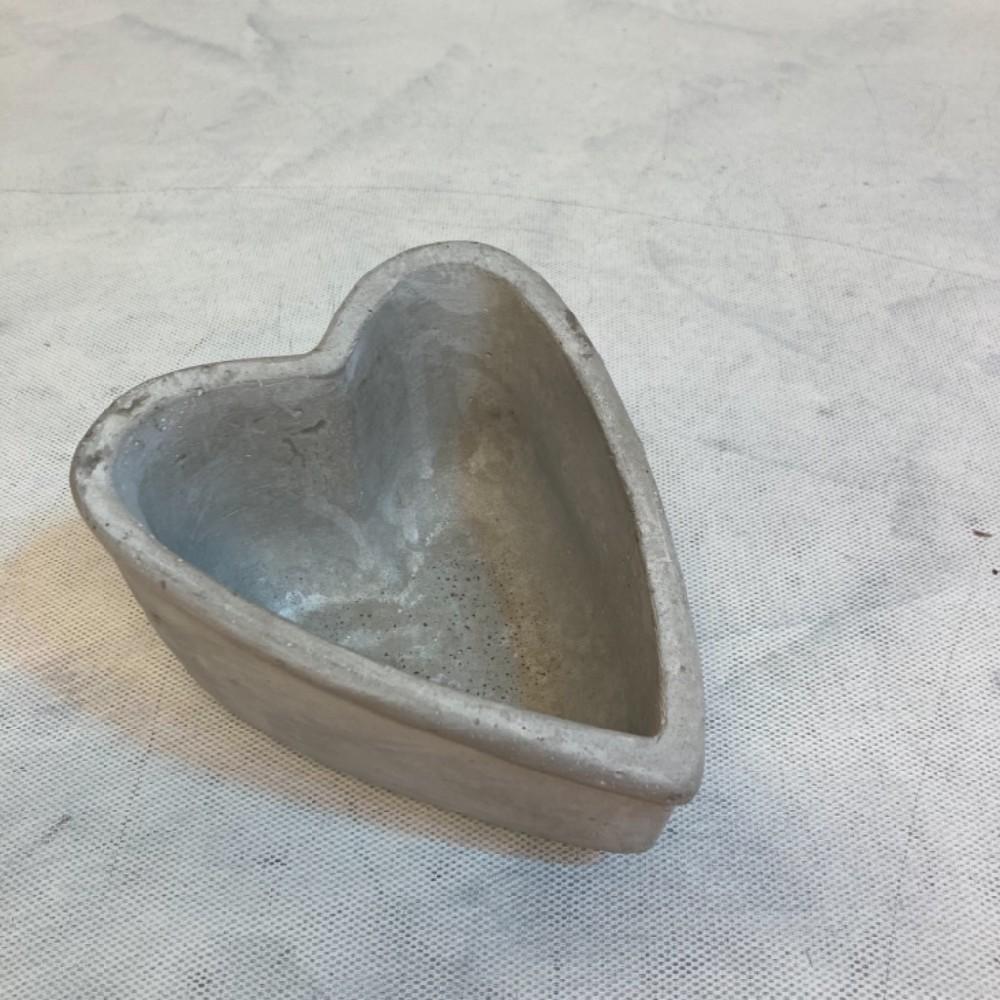 obal na květiny srdce beton